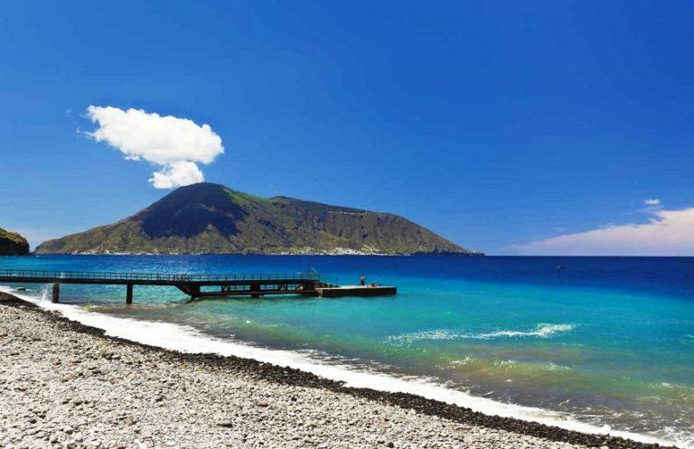Isole Eolie - Spiaggia di canneto - Hotel Il Gabbiano ...